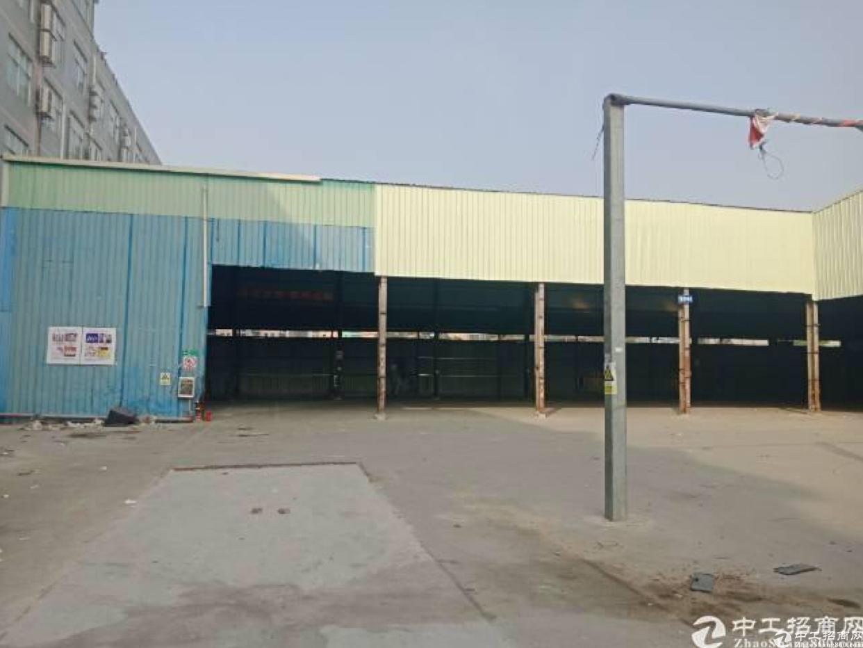 布吉李朗新出2600平钢构,高度9米,停车方便、空位大。