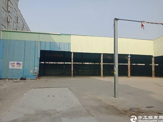 布吉李朗2600平钢构,高度9米,停车方便,空位大。