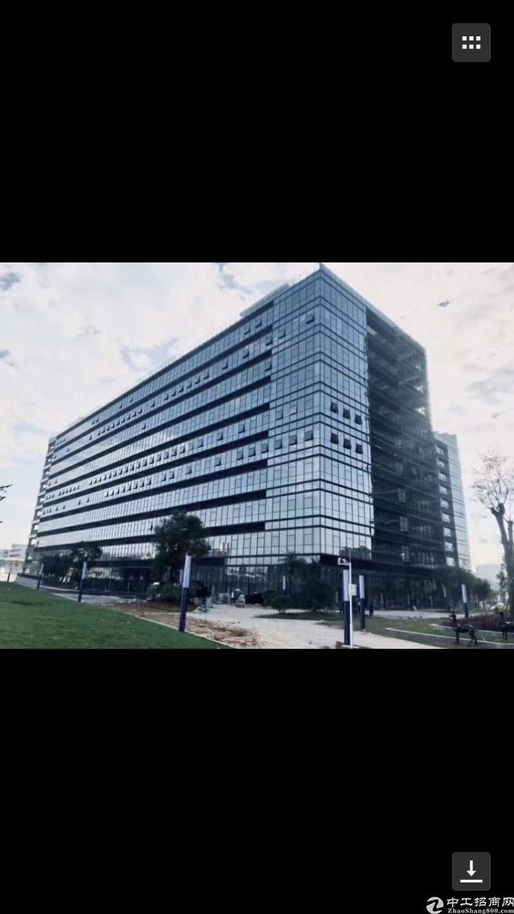深圳红本九成新厂房出售,占地3.4万平建筑8.6万平