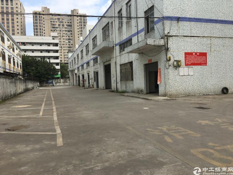 龙华独栋厂房出租,层高非常高,重工业企业首选之地。