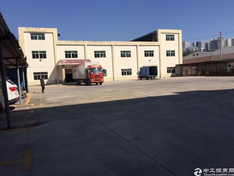 出租宝安松岗地铁口独门独院厂房5500平米空地三千平免费使用