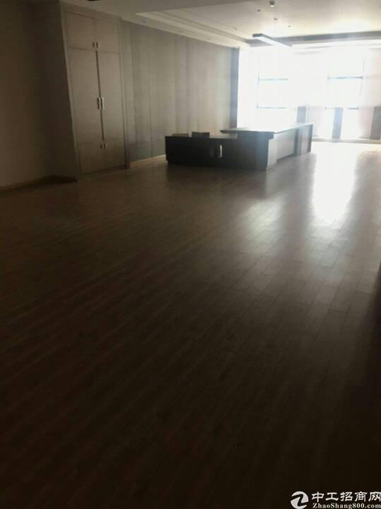 龙华汽车站旁边新出带装修厂房1800平出租