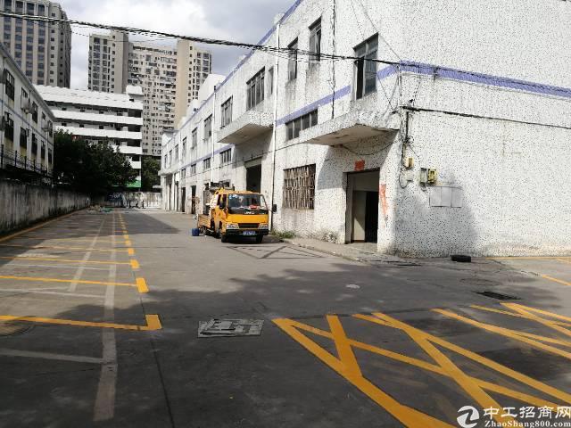 龙华大浪新出村委厂房,独栋2层,共4000平,合同5年,35