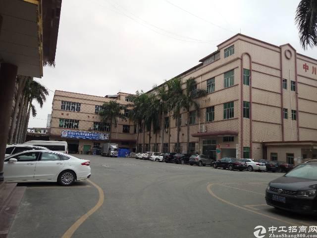 平湖青平高速附近三楼3000平米招租,可分租
