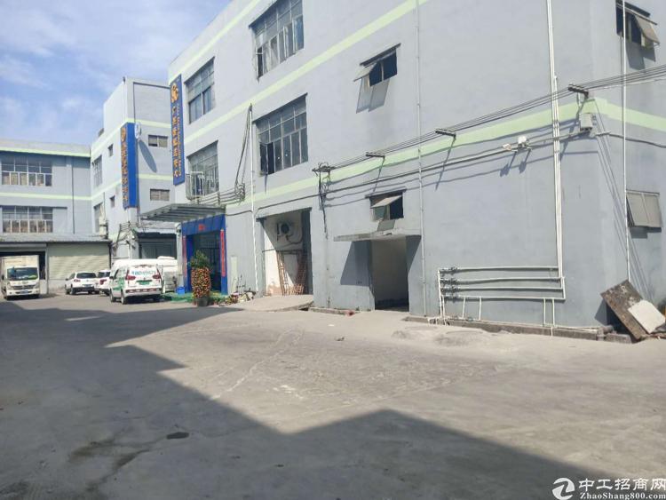 平湖白泥坑新出楼上950平带装修标准厂房