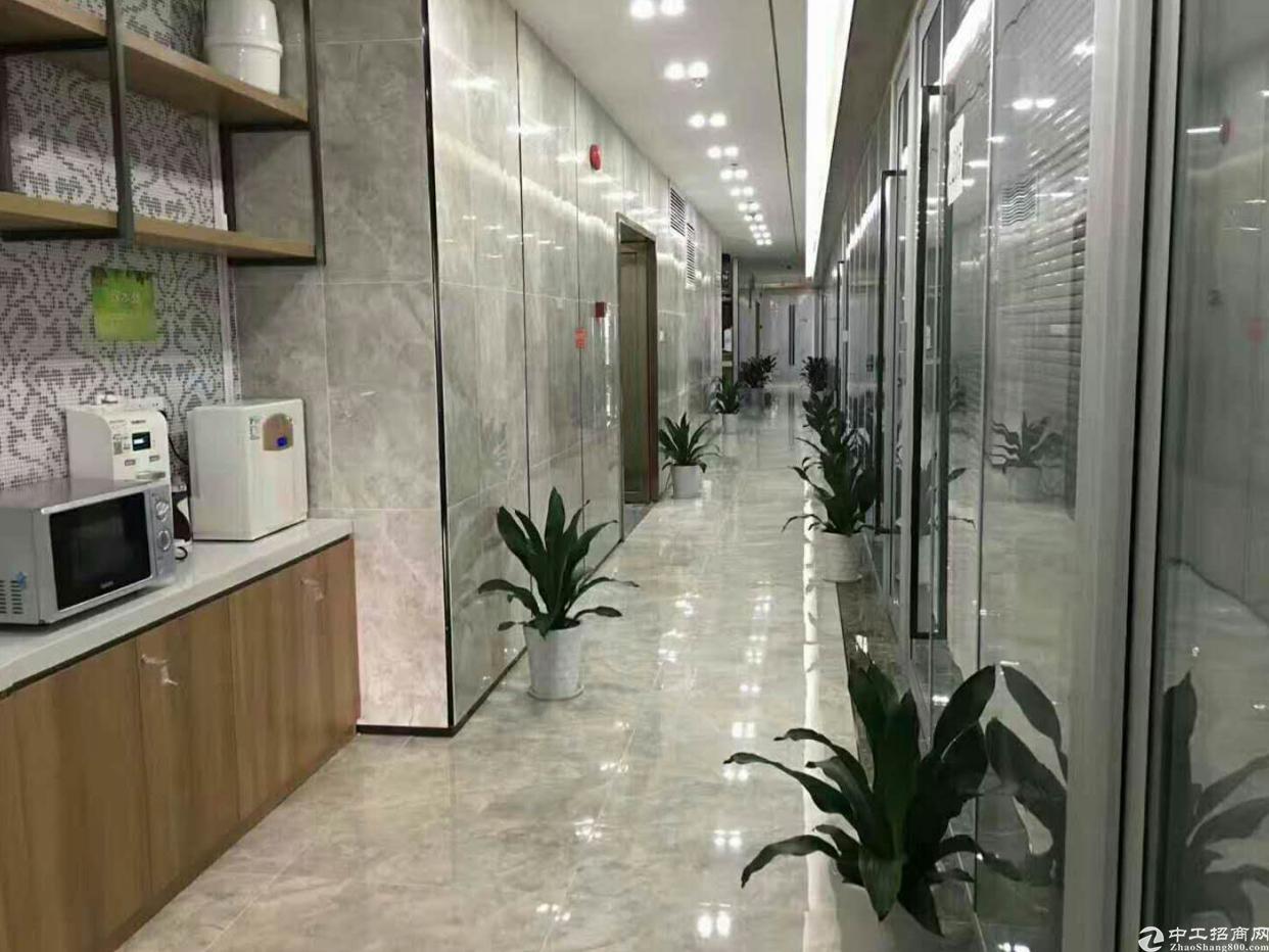 龙岗中心城南联地铁口旁精装修办公室550平