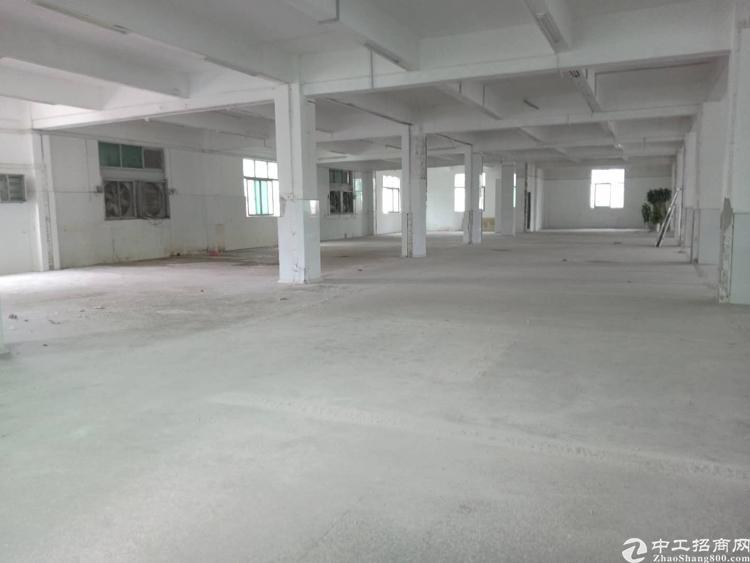 平湖新木村楼上1100平标准厂房出租
