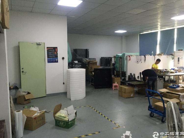 福永和平楼上最新出450平精装修的厂房