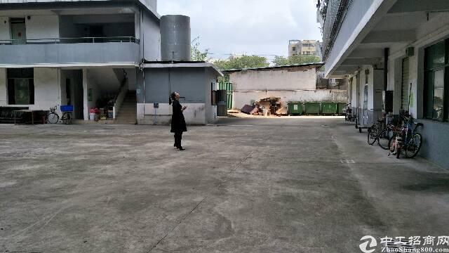 平湖新厦工业城小独院厂房出租一二楼各360平米