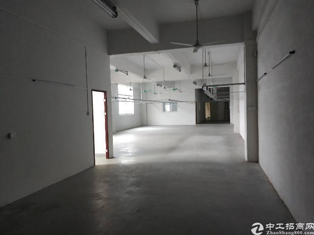 横岗六约服装厂出租650平有精装修办公室现成水电有电梯3楼
