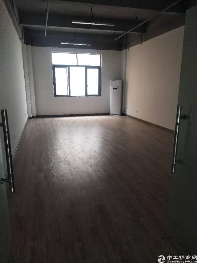 出租龙胜地铁口小面积办公室68平