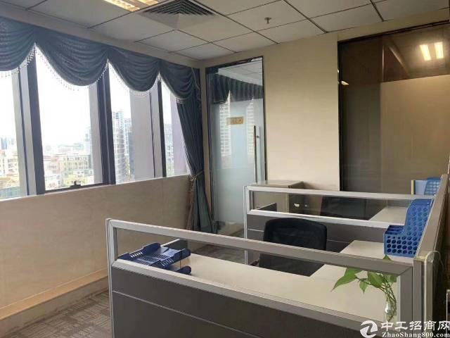 龙城广场地铁口精装修写字楼303平米