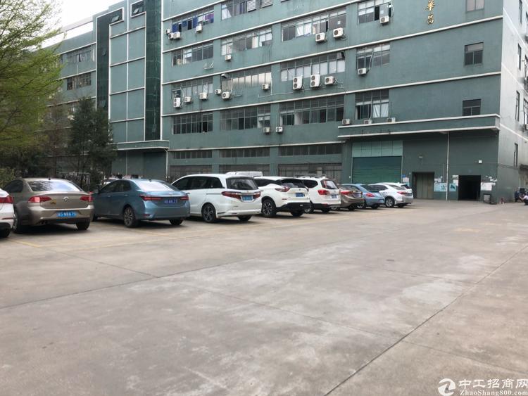 光明新区高速出口大型园区一楼带牛角1700平米出租