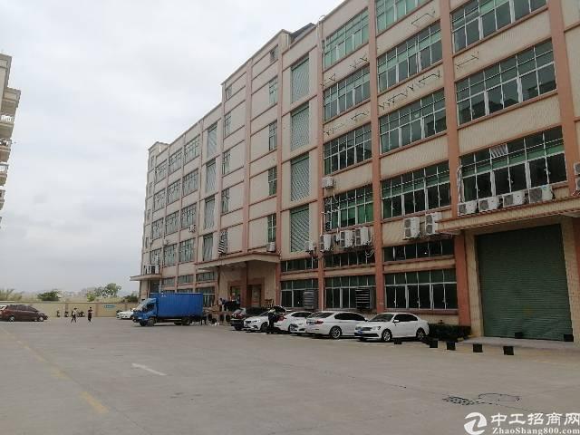 公明镇楼村大型工业园内楼上精装3000平米现已空出