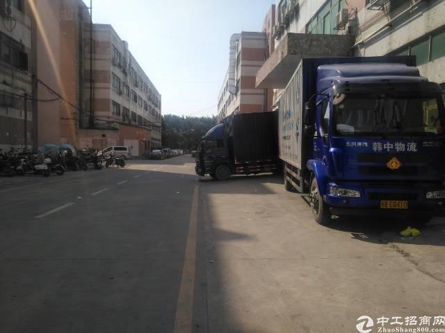 福永塘尾凤塘大道边大型工业区楼上整层3200平米厂房招租,