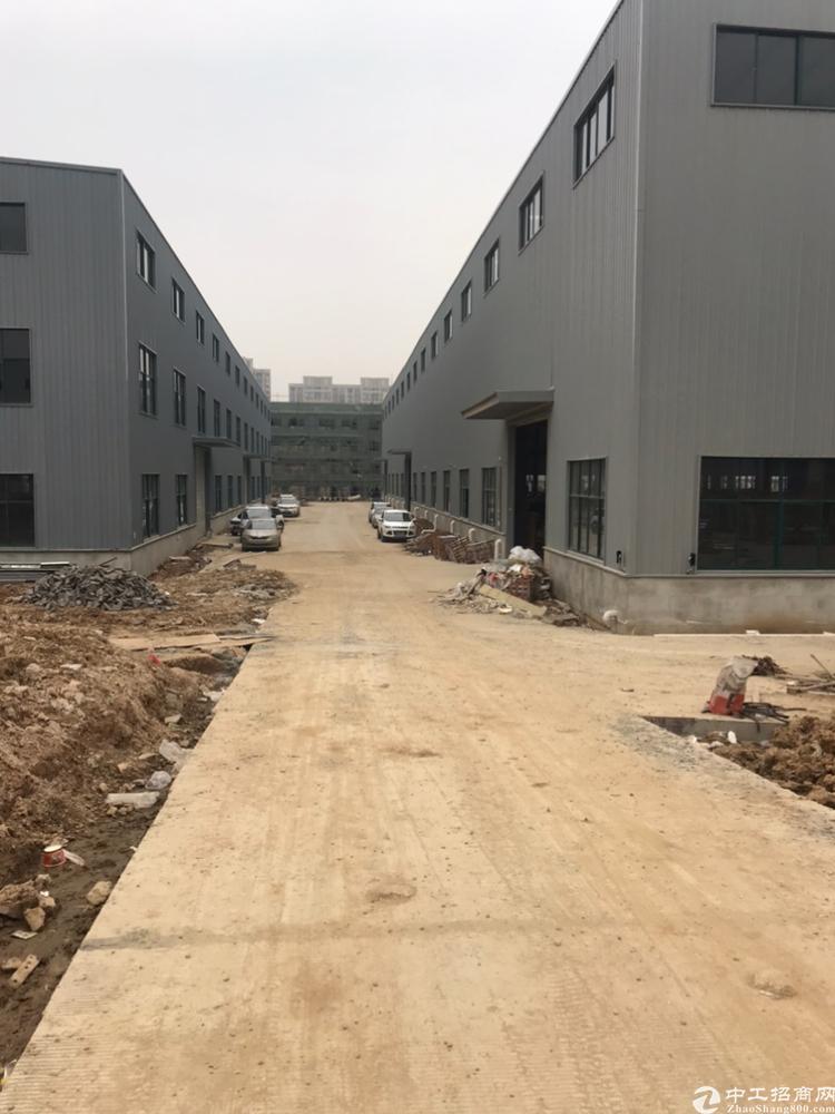 江夏区107国道金龙大街郑店黄金工业区全新钢构办公结合