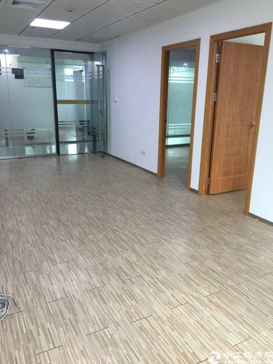 龙岗吉祥地铁站精装办公室210平出租