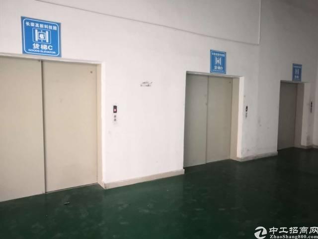 福永宝安大道地铁口附近楼上精装修600平方转让