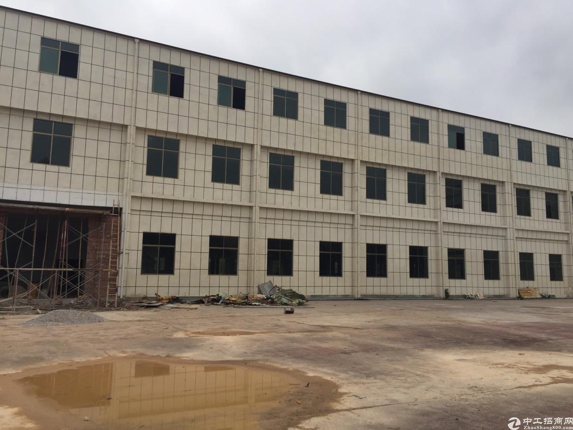 东莞清溪三中靠近凤岗出全新厂房总面积15000平方出租带装修