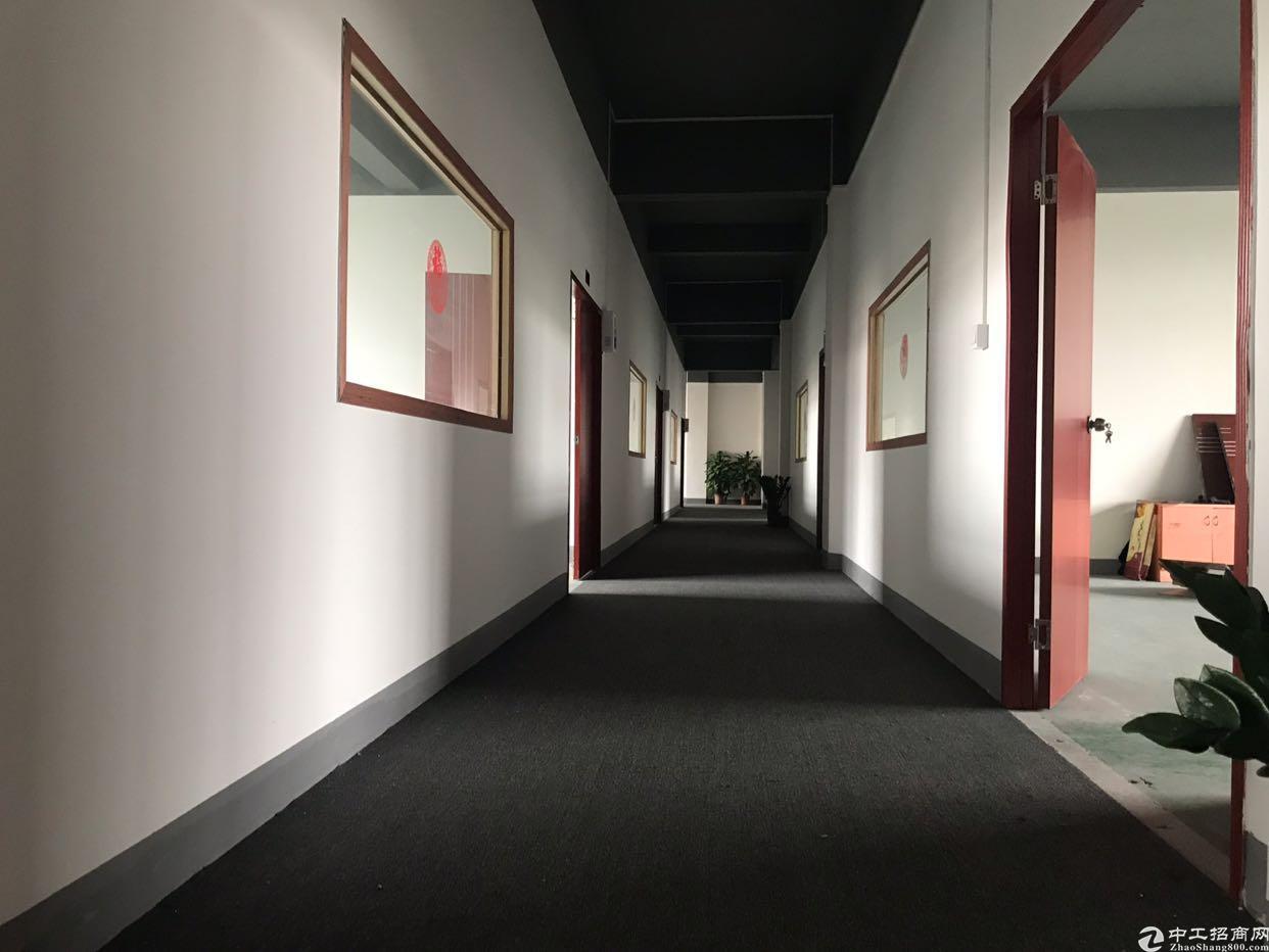 地铁口新出办公楼80平米一间租金15空地大交通方便
