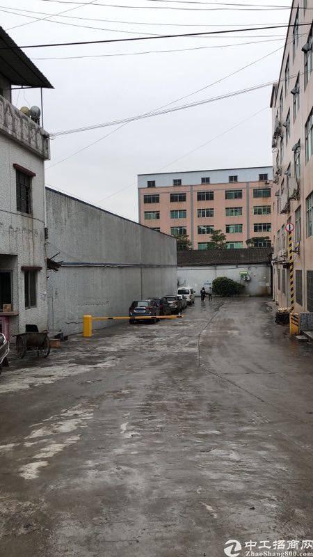 白云区大郎砖墙到顶仓库2890方招租近大马路边