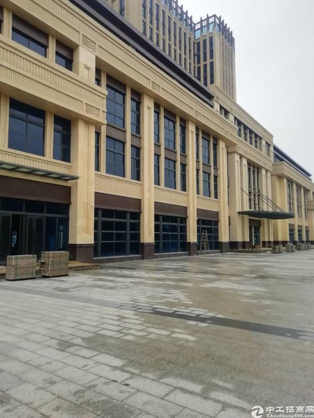 双龙地铁站新出写字楼单层面积1320平出租