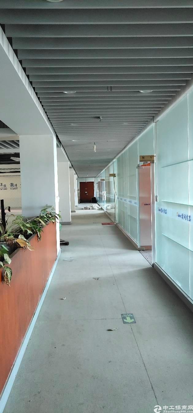 横岗六约地铁站口二楼精装办公室出租-图5