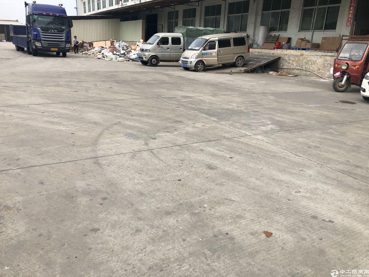 石排唯一一个带卸货平台厂房出租,院内空地大,货柜随意掉头