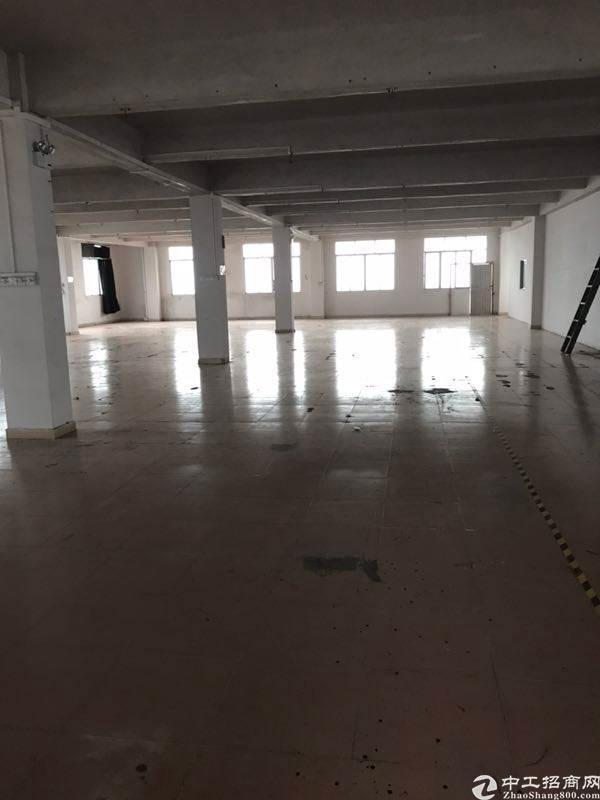 均禾街道清湖村二楼六楼厂房仓库招租各一千方带倆吨货梯。