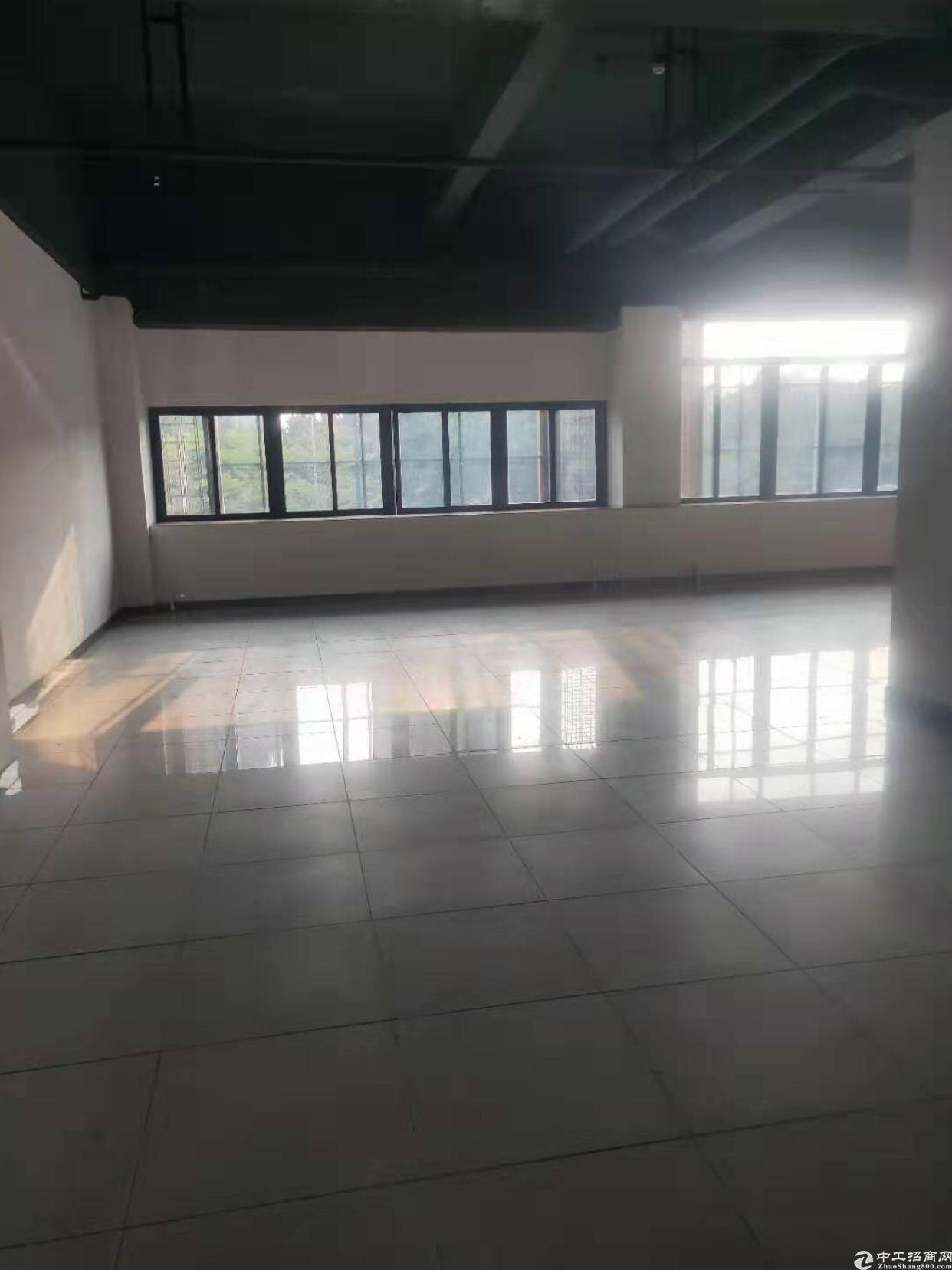 黄埔南岗地铁口零距离办公室250平方出租