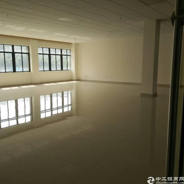 横岗荷坳地铁附近楼上精装修2000平出租大小分租