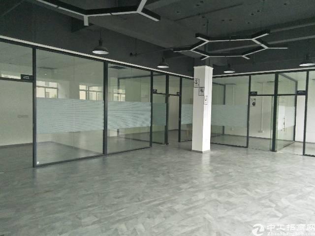 靠近地铁口二楼500平方,商务办公楼,精装修,停车位充足。