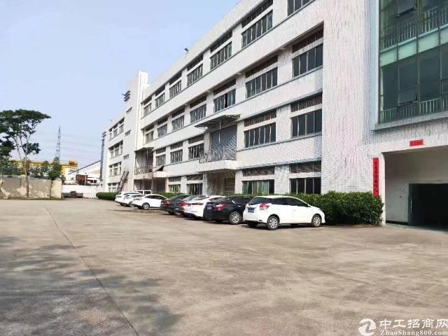 平湖华南城附近新出二楼3200平方一整层带装修厂房招租