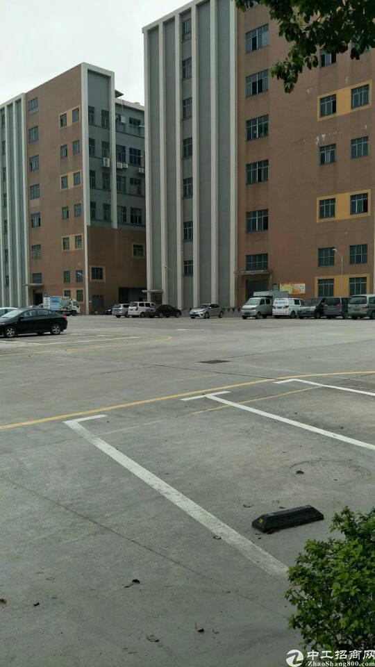 西乡黄田工业区附近层高7米的一楼1080平方租金40元