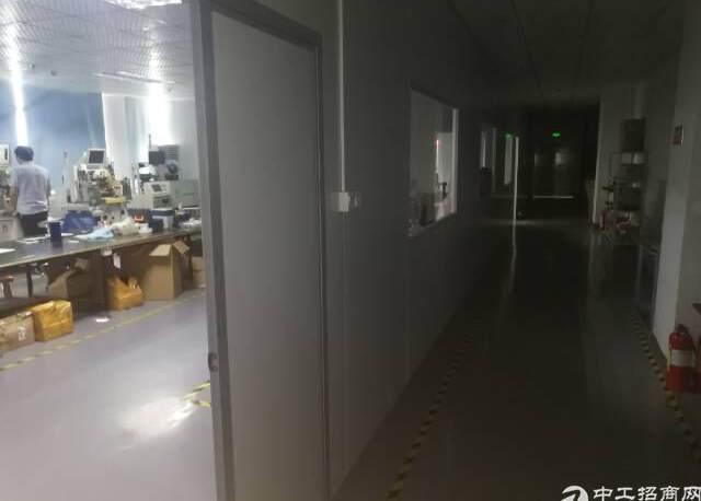 公明镇新出厂房3楼800平方带精装带无尘车间出租