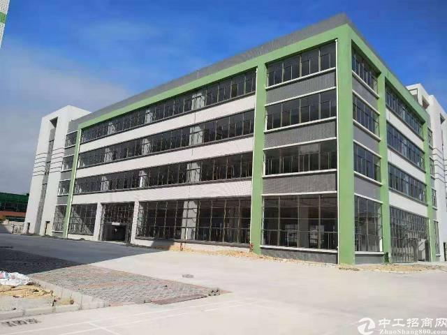 平湖华南城旁独院厂房5000平米出租,适合电商办公等