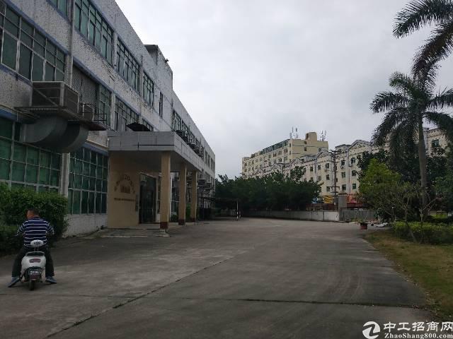 石岩龙大高速口带红本独门独院原房东厂房14600平出租