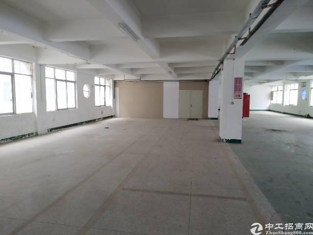 福永宝安大道地铁口楼上450平带装修厂房