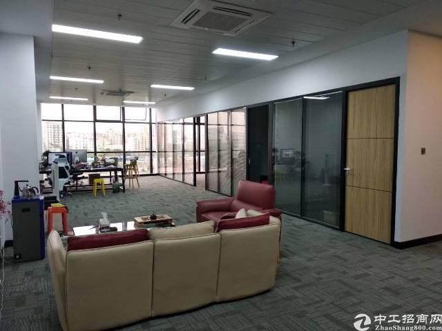 龙华清湖地铁口精装写字楼320平拎包入住