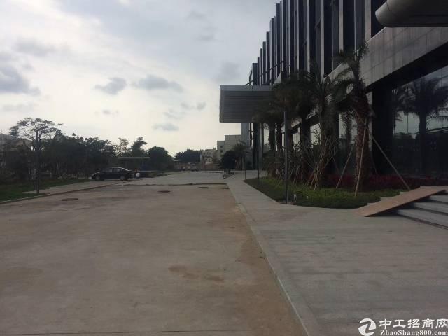 光明全新带红本研发厂房10万平方出租,最小100平方起分!