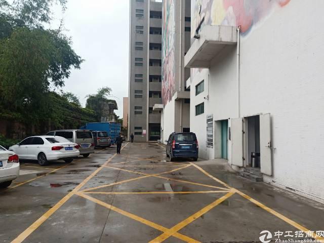 石岩南光高速出口处新出楼上1500平米带装修厂房只租25元