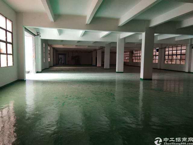 平湖广场附近楼上1600平米出租,可分租半层