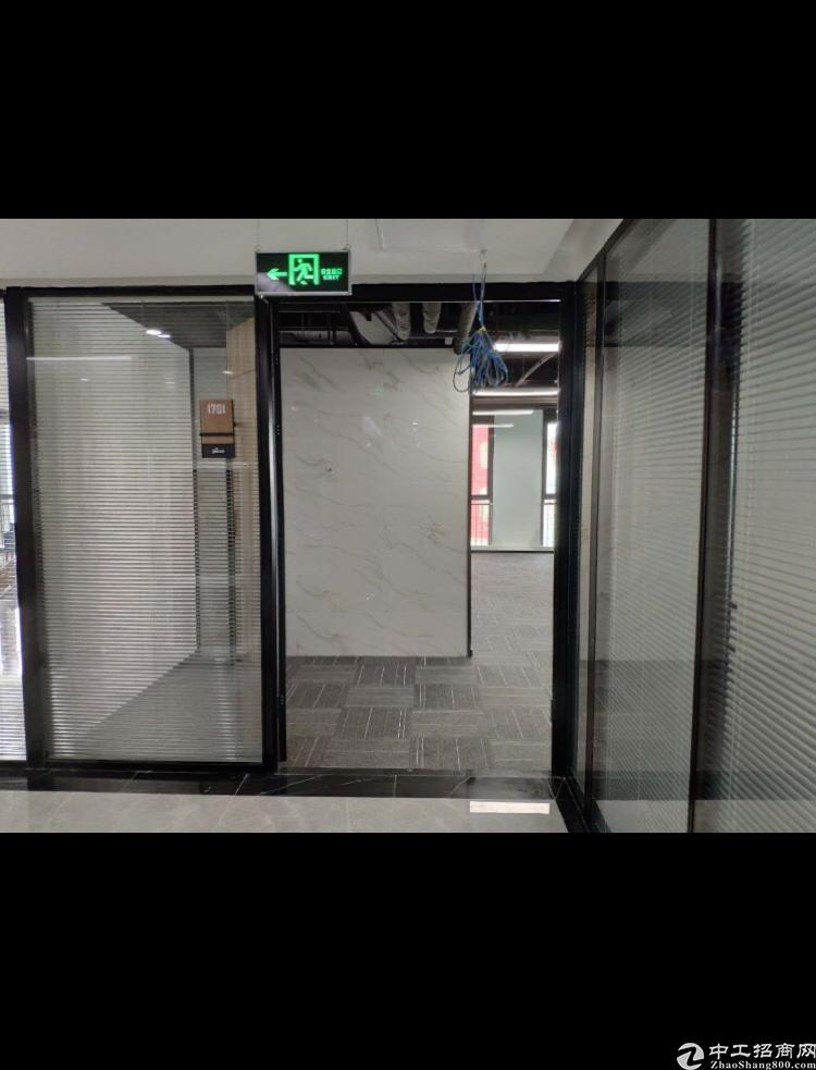 龙岗区平湖街道地铁口写字楼248平出租