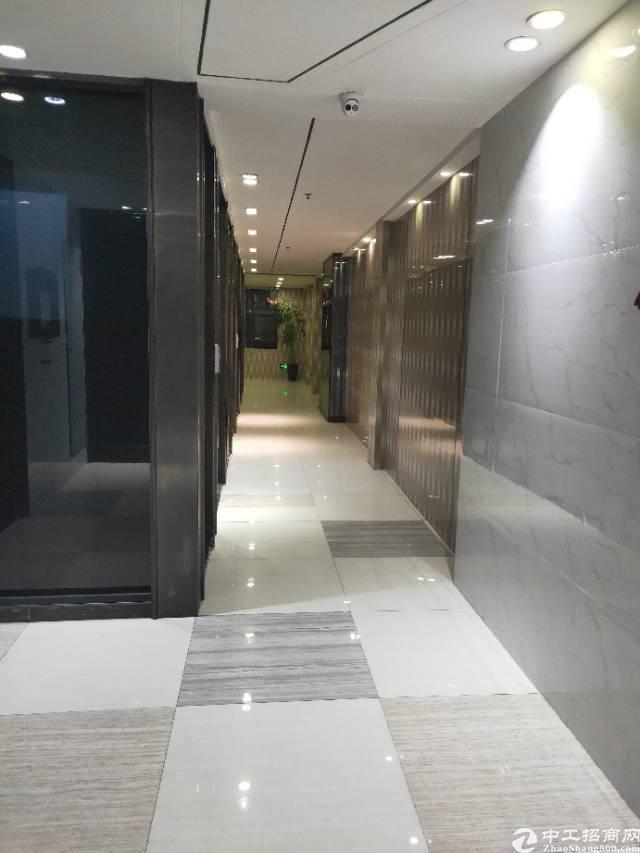 花都广场地铁口精装修200平方3+2格局入住即可