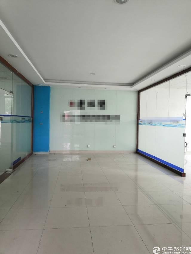 福永地铁口附近2楼精装修厂房加办公室招租。面积整层2100