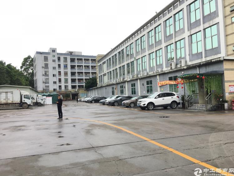 出租宝安区福永镇保安大道旁精品厂房2000平层高7米