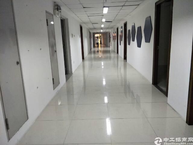 天河区3号线地铁口上168平办公室出租