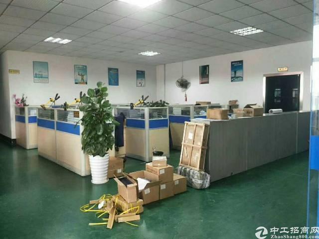 松岗江边原房东楼上2000平带办公室装修