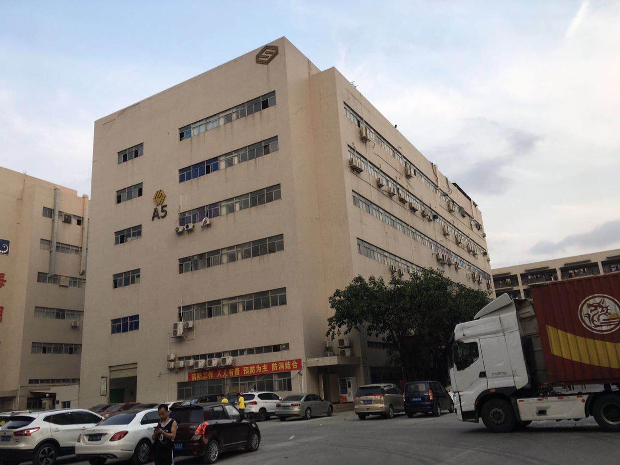 宝安西乡黄田107国道旁楼上1600平精装厂房出租