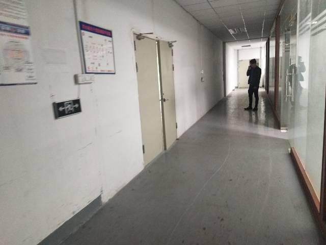 沙井共和新出楼上带装修厂房760平方厂房出租